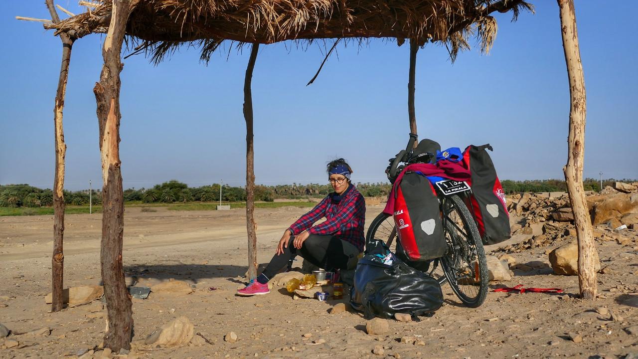 nora iffa, à la conquête de l'Afrique à vélo